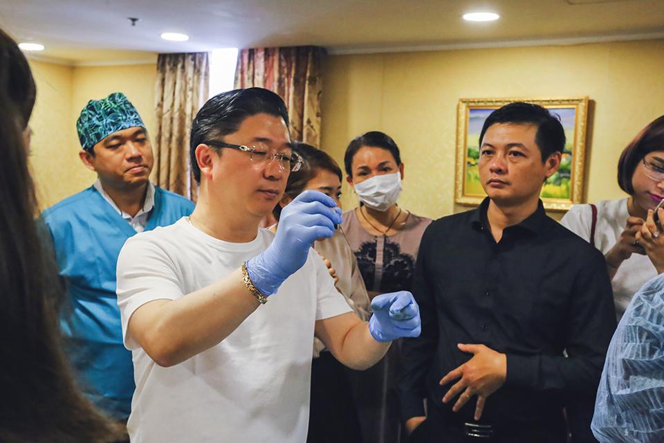 Gs. Kwon luôn nhiệt tình chia sẻ các kiến thức và kinh nghiệm thực tế